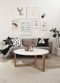 coin canapé un mur galerie pour habiller coin canapé salons living rooms