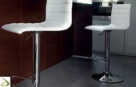 sgabelli regolabili in altezza sgabello moderno da cucina ianni arredo design
