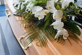 funeral flower etiquette flower etiquette when where what to send