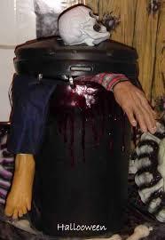 hotel transylvania halloween decorations poubelle de reste humain diy halloween