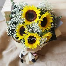 bouquet of sunflowers big sunshiny graduation bouquet fresh 5 stalks sunflowers