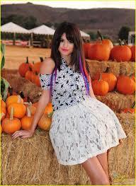 Lights For Halloween by Selena Gomez U0027hits The Lights U0027 For Halloween Photo 441981