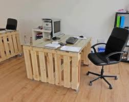 Diy Pallet Desk Bring More To Home Office With These 22 Diy Pallet Desk