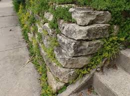 retaining wall blocks natural stone blocks pros cons garden wall