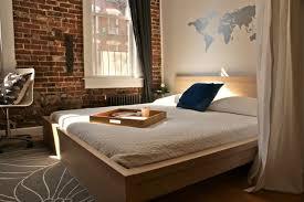 chambre a coucher peinture decoration peinture décorative murale pochoir continents chambre
