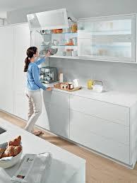 küche hängeschrank platzsparende türsysteme für küchenoberschränke ein überblick