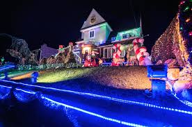 christmas lighting dyker heights christmas lights 2017 guide and how to get there