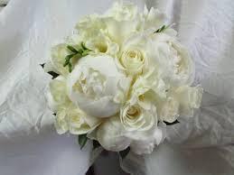 bouquet de fleurs roses blanches cadril fleuriste sherbrooke petite boule de fleurs pour