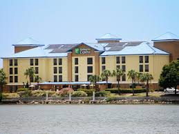 holiday inn express and suites tampa 2923359643 4x3