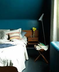 couleur bleu chambre peinture murale couleur bleu petrole murs chambre a coucher lit en