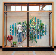 10 window display tips to captivate shoppers and drive in store