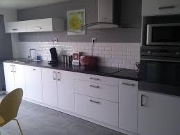 cuisine blanc et salle de bain carrelage gris et blanc 11 deco cuisine gris et