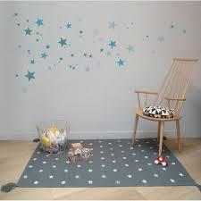 chambre enfant com tapis etoiles gris chambre garçon ou fille for