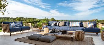 canape d exterieur design vue sur cour salon de jardin canapé d extérieur vue sur cour