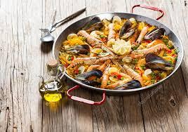 cuisine traditionnelle espagnole paëlla de la cuisine traditionnelle espagnole photographie denira