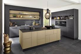 tendance cuisine couleur cuisine tendance 2017 meubles en bois et gris anthracite