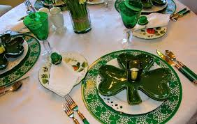st patrick u0027s day table setting with shamrock plates