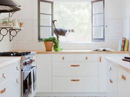 are oak kitchen cabinets still popular 3 designers outdated kitchen trends to retire