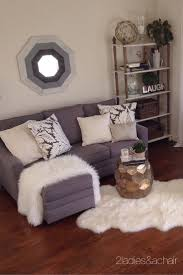 Small Couch For Bedroom by Best 25 Small Corner Couch Ideas On Pinterest Room Layout