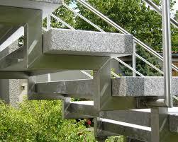 treppe auãÿen treppe treppen stufe außentreppe freitragend granit cristall