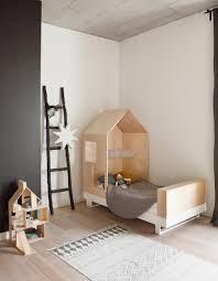 deco bois brut craquez pour un lit cabane dans la chambre d u0027enfant elle décoration
