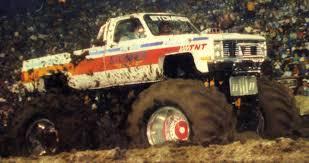 monster trucks mud bogging videos stomper bully monster trucks pinterest monster trucks chevy