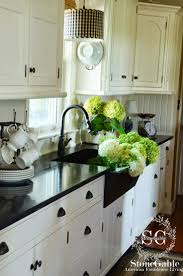 Summer Kitchen Designs Best 25 White Farmhouse Kitchens Ideas On Pinterest Farmhouse