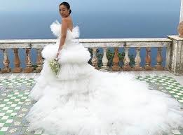 robe de mari zoom sur berta la marque dont les robes de mariées cartonnent