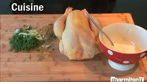 cuisiner un coq au four cuisson poulet au four astuces pour la garder moelleuse