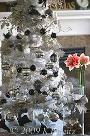 modern tree decorations that are white and silver
