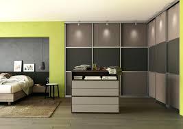 chambre avec placard armoire chambre porte coulissante miroir armoire de avec