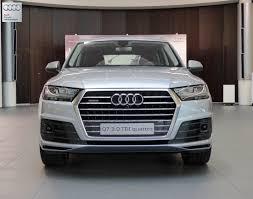 Audi Q7 Limo - lastcarnews all new audi q7 caught on showroom floor wearing
