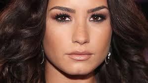 demi lovato earrings mtv awards 2017 best beauty looks instyle