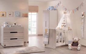 idee deco chambre de bebe déco chambre bébé le voilage et le ciel de lit magiques design feria