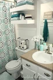 bathroom decor idea small apartment bathroom decorating ideas 17 best ideas about