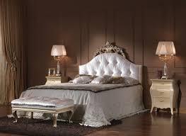 chambre a coucher baroque le chevet baroque rennaissance d un meuble classique archzine fr