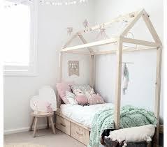 cabane fille chambre chambre enfant lit cabane fille rangements le lit cabane fille