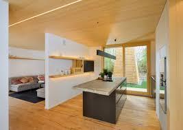 Wohnzimmer Design Mit Stein Moderne Küche Im Alpenstil Mit Viel Holz Und Licht Dazu Gibt Es