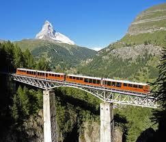 treno cremagliera da zermatt con la ferrovia a cremagliera pi禮 alta d europa