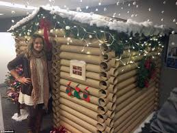 Decorate Office Cabin Saleswoman Transforms Her Desk Space Into A Cozy Log House Daily