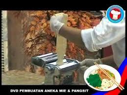 membuat mie sendiri tanpa mesin cara membuat mi dengan mesin mie manual kecil youtube