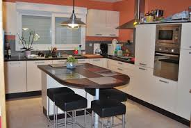 idee cuisine avec ilot ilot de cuisine avec table central et idee c 07360807 lzzy co