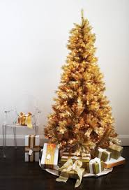 30 traditional and unusual christmas tree décor ideas digsdigs