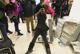 best deals on tvs for black friday black friday turns violent as shoppers fight over bargains daily