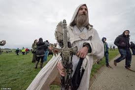 druidic robes pagans descend on stonehenge to celebrate the winter solstice