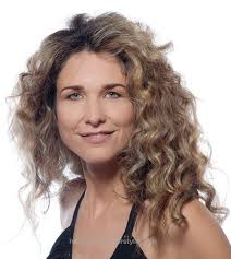longer hairstyles for women over 40 with frizzie hair 20 simple curly hairstyles for women over 40 curly hairstyles