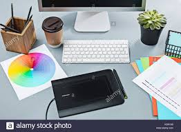 Grauer Schreibtisch Desk Table With Notepad Stockfotos U0026 Desk Table With Notepad