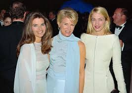 carolyn bessette carolyn bessette kennedy with maria shriver and candice bergen