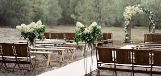 wedding ceremony ideas choosing wedding decorations to suit the location prettyweddingplans