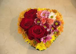 Peach Roses Flowers Shining Heart Heart Arrangement Of Red And Peach Roses And